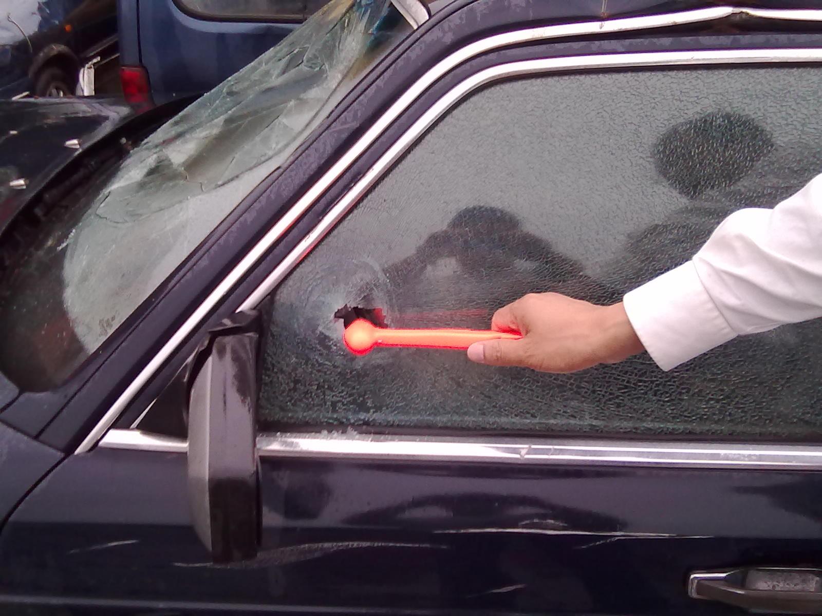 安全锤用于公交车大巴列车轮船,也用于砸破玻璃幕墙和钢化玻璃窗 是