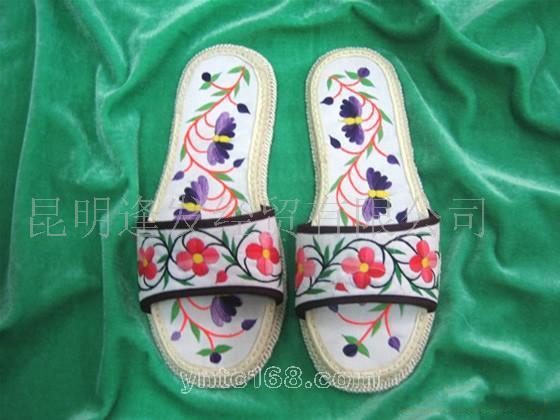 供应彝族绣花布拖鞋033