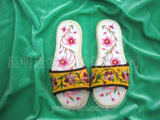 供应彝族手工刺绣布拖鞋031