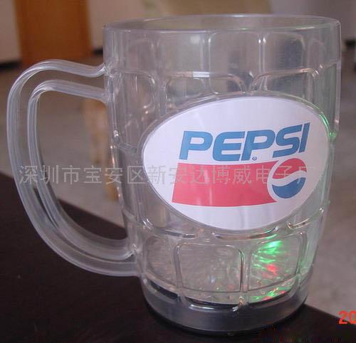 发光啤酒杯(图)