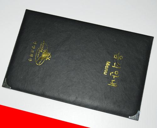 封面的材质有皮革封面,竹子木头封面,布纹封面,还有各种精美的艺术