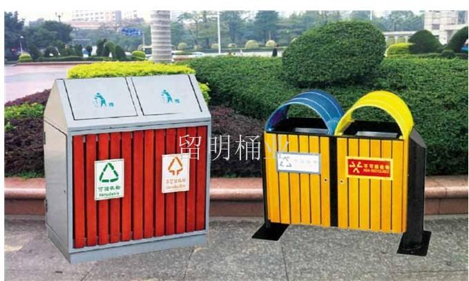 钢木分类垃圾桶可分为公共垃圾桶和家庭垃圾桶.