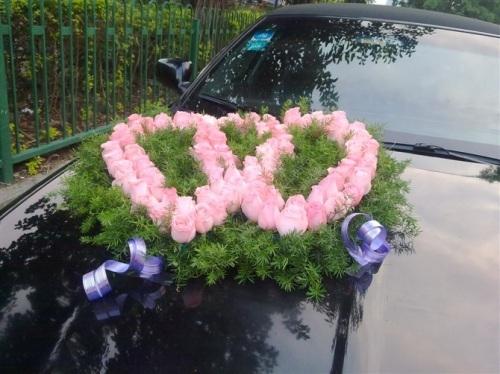 双心形鲜花婚礼花车图片