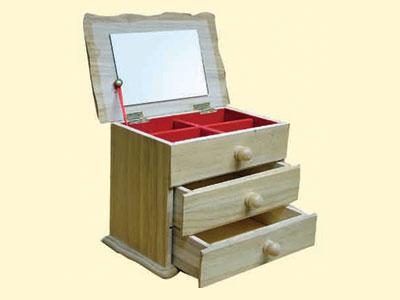 工艺品以各种木头为主要原料