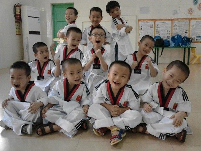 孩子穿跆拳道衣服最可爱的姿势