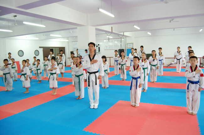 开设课程:儿童跆拳道班,少儿跆拳道班,成人跆拳道班.