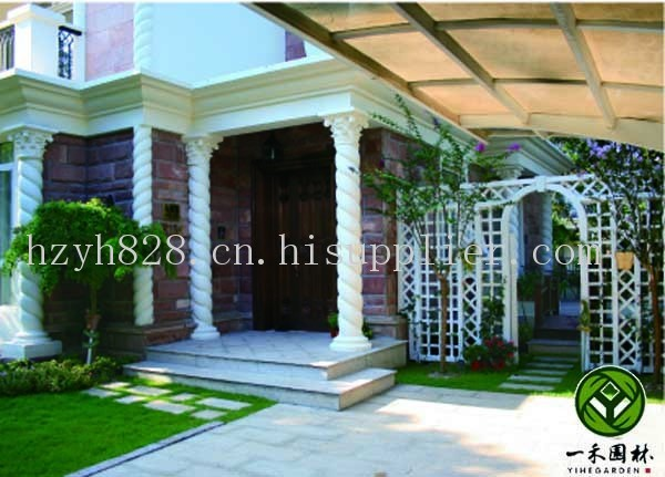 庭院是人为化了的自然空间,是建筑室内空间的延续。私家庭院功能界定的一个主要因素是面积:面积小的庭院一般会着眼于家庭成员休闲、小憩这一诉求;面积大一些的庭院,则可以增加娱乐、锻炼、聚会等诉求。不管是什么样的诉求,多大的面积,庭院景观的设计最重要的是将生硬的建筑与周围的环境相融合、与现有的环境相融合,同时强调庭院、花园的强烈归属感。庭院的规划设计首先应决定庭院的风格,同时要根据环境条件、面积大小、家庭人员组成及养护能力等情况制定计划。考虑庭院的风格:是追求以体量规模取胜为主的欧洲风格,还是以东方民族造园传统做
