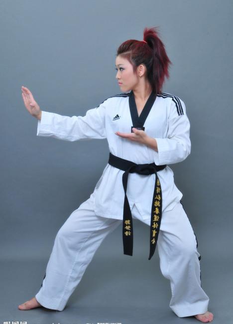 我们的特色,以跆拳道教学为主,武术动作为辅,结合散打实战优势,训练