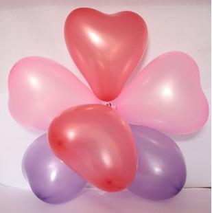 多个长条气球编织心形方法图解