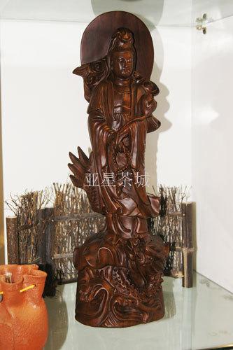 纯手工 用途: 商务礼品 造型: 神佛 材质: 红木 产品摘要: 木雕观音