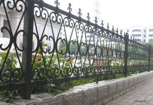 欧式铁艺围墙效果图