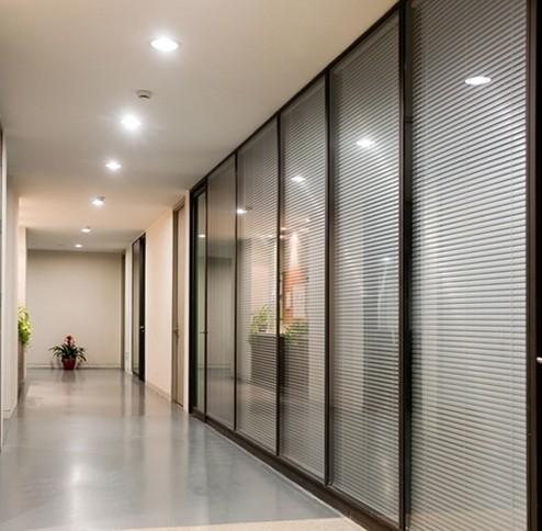 产地: 福建省 厦门市 产品摘要: 办公室玻璃隔断又称为高隔间(高隔断图片