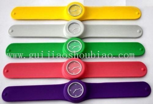 白色硅胶手表