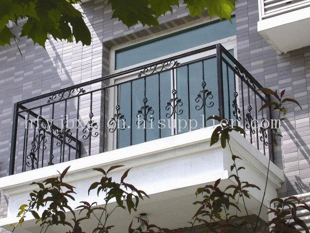 安装于一体的专业的欧式铁艺护栏制作装饰图片
