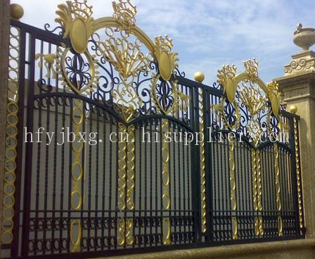 铁艺锌钢护栏特点:具有强度高,钢性好,造型美观,轻松的特点的护栏网