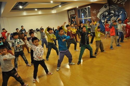 安阳儿童学街舞|文峰区自由团体舞蹈培训中心