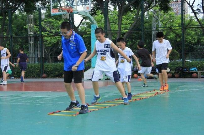 儿童篮球培训海报