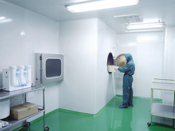 比如在生物安全实验室的净化车间中,对于工作人员的要求是非常高的,有