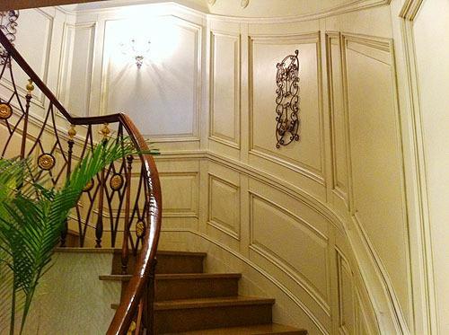 学校楼梯瓷砖墙裙装修效果图