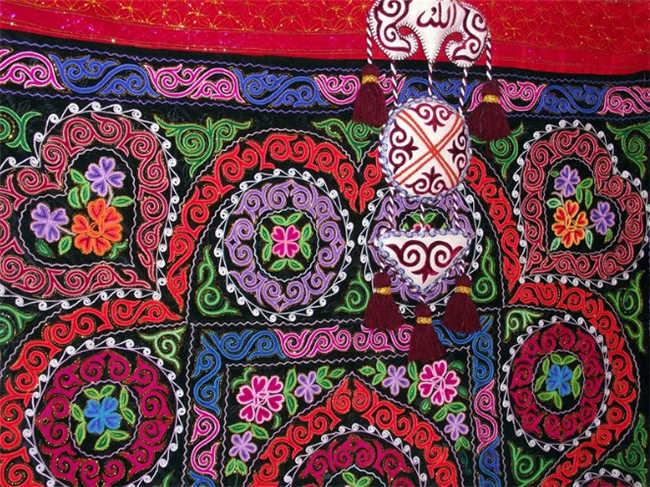 哈萨克族手工刺绣