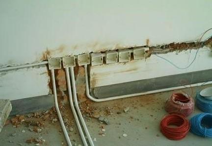 电路明线怎么固定到瓷砖上