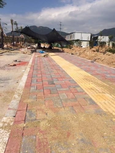 乐动体育直播平台华夏神游人行道路面砖施工中