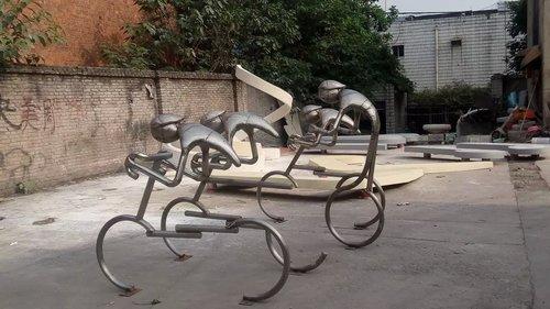 校园运动人物金属雕塑