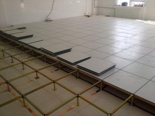 防静电地板 防静电地板 在地板下面增加铺设铝箔或铜箔能更好的增强