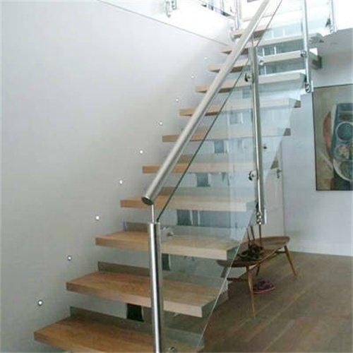 3,钢玻楼梯:主构造采用碳素构造的钢板作为承载,而踏板主材则选用