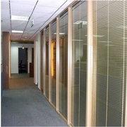 辦公室玻璃隔墻按透光性可分為哪些?