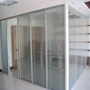 辦公室玻璃隔墻清洗方法有哪些?
