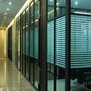 辦公室采用玻璃隔斷一般有哪些方面是需要註意的?