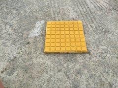 黄色格子砖