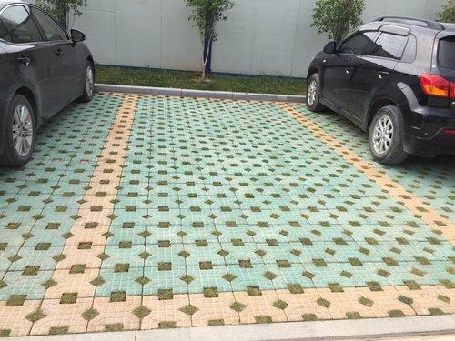 角滨路小区停车场