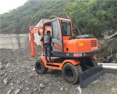 贵州轮式挖机租赁价位