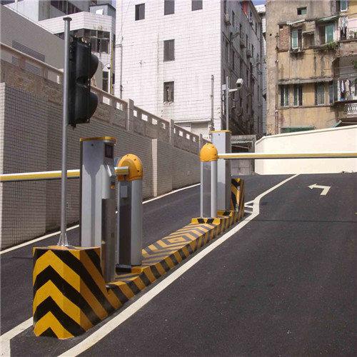智能停車場——多重安全設置