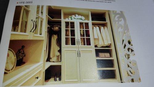 装修卧室里面是整体衣柜还是普通的衣柜 优劣分析
