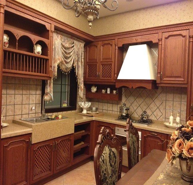 2、L形橱柜别看只是多了一个转角,利用这个橱柜上的转折,能给厨房的生活增添很多乐趣,实现很多新的功能。是一款实用的厨房设计,也是*常见的厨房设计,是小空间的理想选择。以这种方式在两面相连的墙之间划分工作区域,就能获得理想的工作三角。炉灶、水槽、消毒柜以及冰箱,每个工作站之间都留有操作台面,防止溅洒和物品太过拥挤。