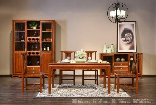 方形实木餐桌
