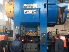 客户现场,我公司的VFP-1600热模锻自动化生产线生产轮毂单元