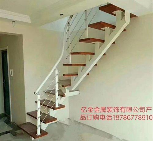 铁艺楼梯些特点
