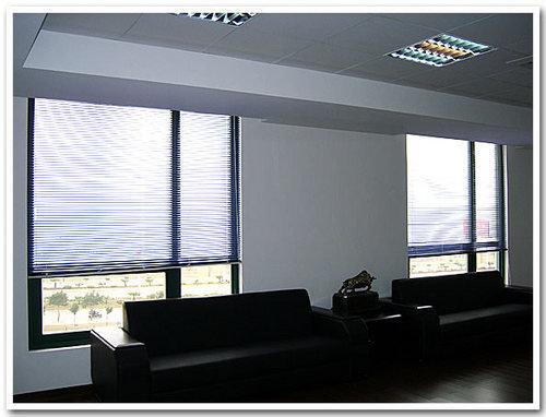 成都办公室窗帘安装与选购