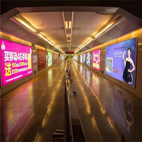 海南高铁广告-继OPPO之后,华为开始大规模投放高铁广告