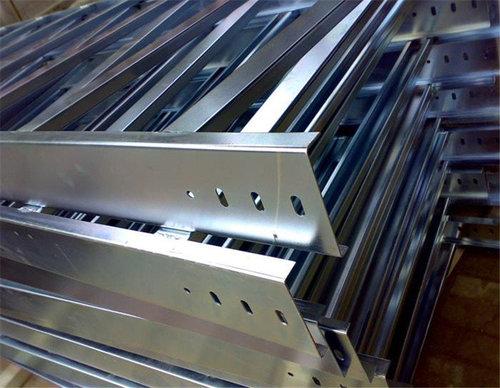 【贵州桥架厂家】分享:槽式桥架和梯式桥架的区别