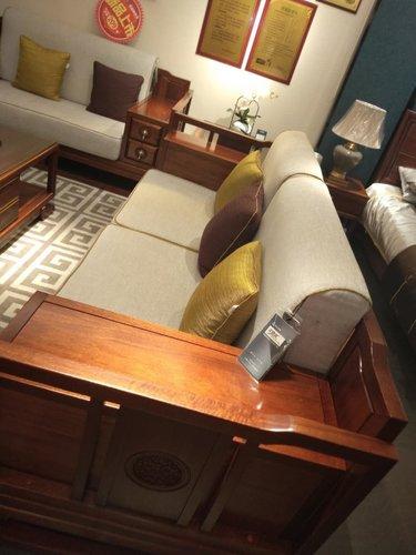 实木家具分为纯实木家具与仿实木家具