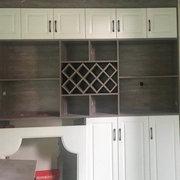 眉山定制家具厂在玉龙半岛为客户安装的衣柜现场图片