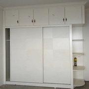 眉山衣柜定制厂在东湖春天为客户安装的衣柜现场图片