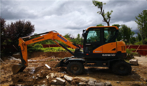 轮式挖掘工程机械