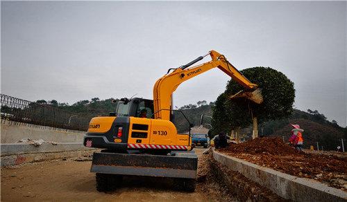 挖掘机日常维护注意事项