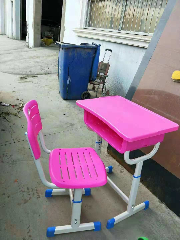 郑州课桌椅供应商|河南超值的郑州课桌椅出售